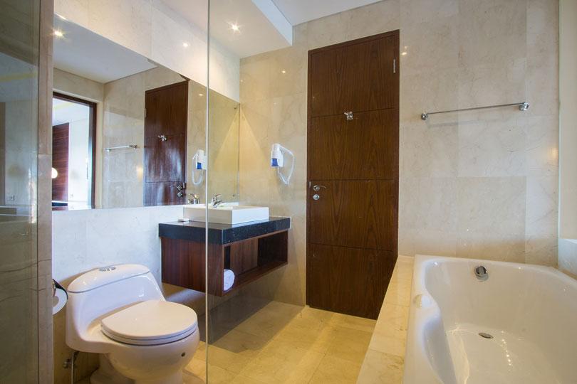 bathroom-deluxe-room-1