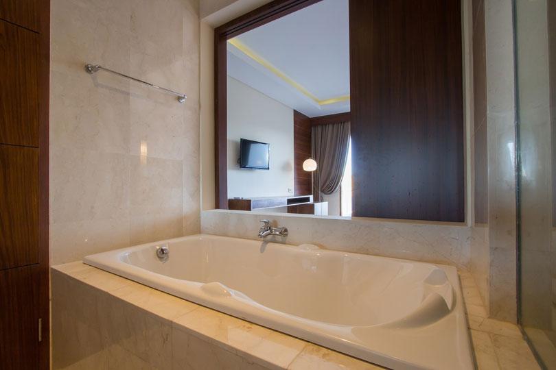 bathroom-deluxe-room-2
