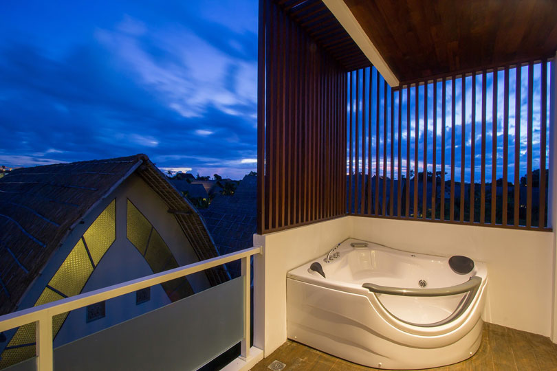 tokyo-suite-with-jacuzzi-room-1