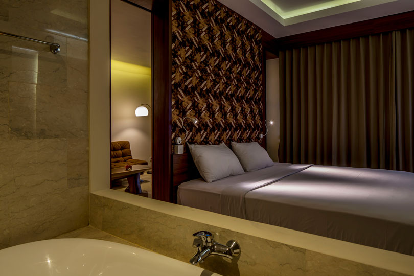 tokyo-suite-with-jacuzzi-room-5